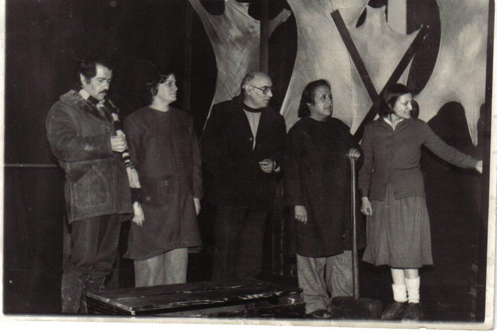 Compañía junto a Juan Radrigán - Gentileza de Compañía de Teatro El Rostro